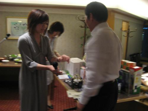 社長の松葉博雄が、一番にビンゴになりました