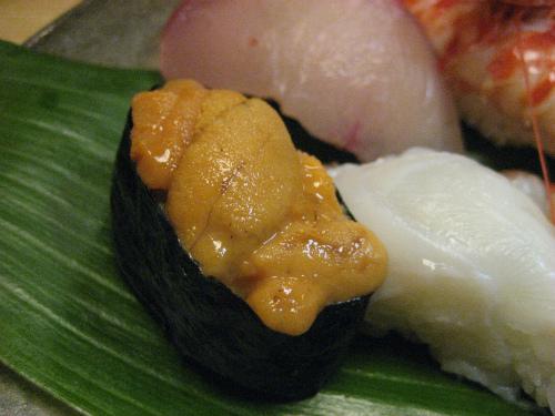 三宮センター街に面した、お寿司「万平」