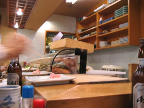 お昼の時間帯は、ゆったりと寛ぎながら、お寿司を頂けます