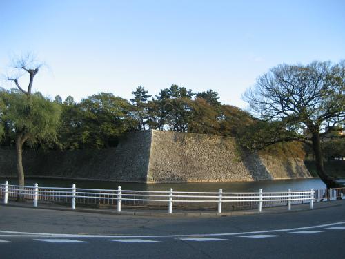 名古屋のマンホールの蓋は海老マーク