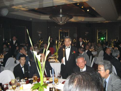 松葉博雄のテーブルには、近い業界の方が集まっています