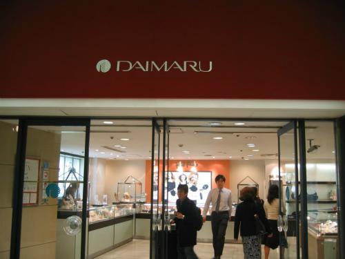 東京駅の八重洲口には大丸百貨店