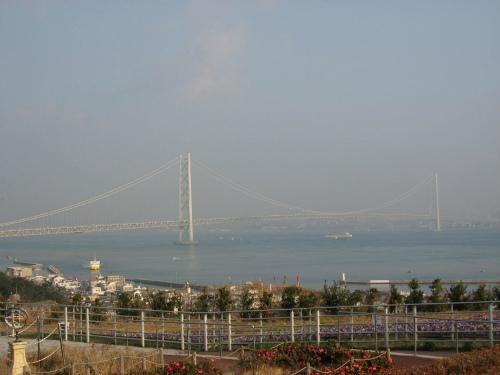 淡路SAから見える明石海峡大橋