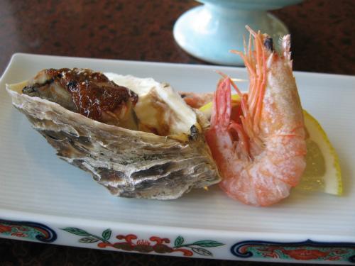 前菜の牡蠣田楽と旬の物2種