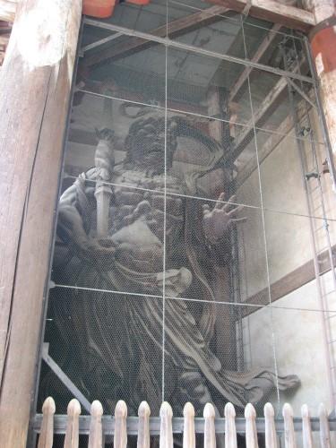 南大門の吽形と阿形の木造金剛力士立像(国宝)
