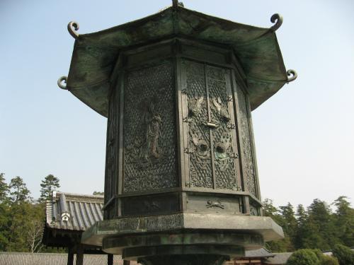 金銅八角燈籠(国宝)