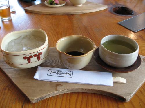「あしびの郷・蔵」のくずきりとお茶のセット