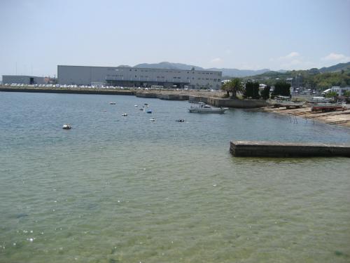 渡舟食堂は、楠本中郷公会堂の近くにあります