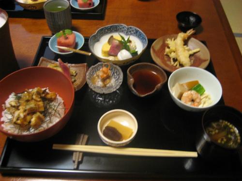 日本料理「穂浪」で、お昼の定食を頂きました